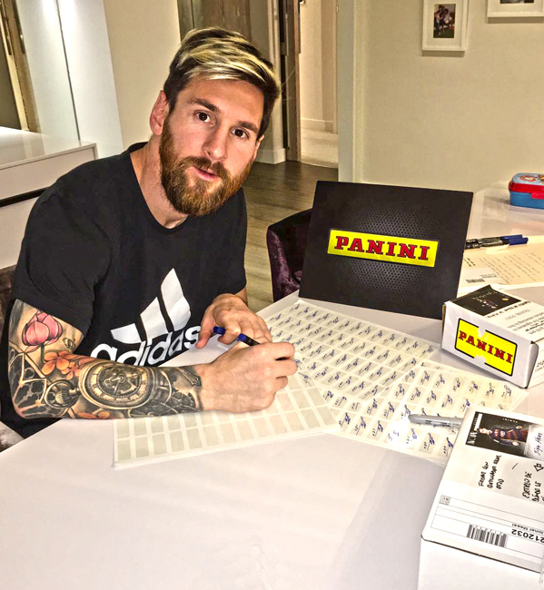 messi-signs
